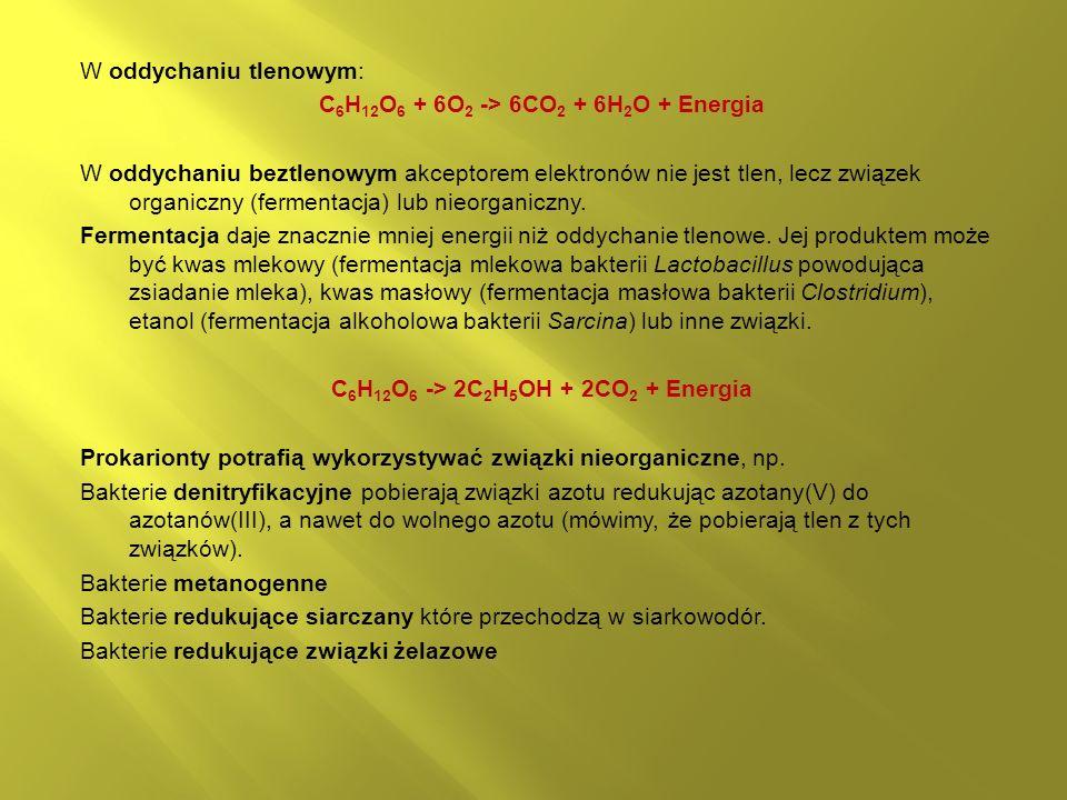 W oddychaniu tlenowym: C6H12O6 + 6O2 -> 6CO2 + 6H2O + Energia W oddychaniu beztlenowym akceptorem elektronów nie jest tlen, lecz związek organiczny (fermentacja) lub nieorganiczny.