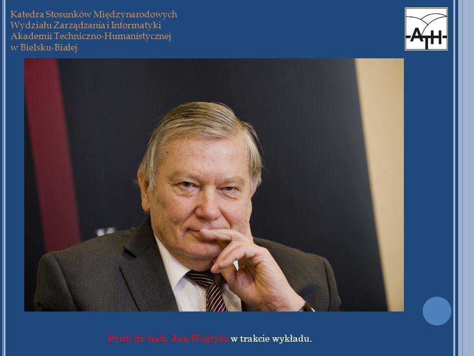 Prof. dr hab. Jan Wojtyła w trakcie wykładu.