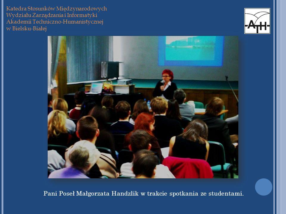 Pani Poseł Małgorzata Handzlik w trakcie spotkania ze studentami.