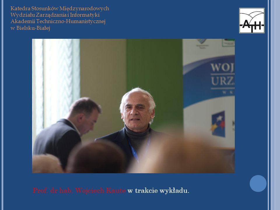 Prof. dr hab. Wojciech Kaute w trakcie wykładu.
