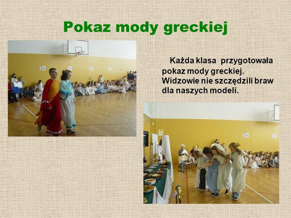 Pokaz mody greckiej Każda klasa przygotowała pokaz mody greckiej.