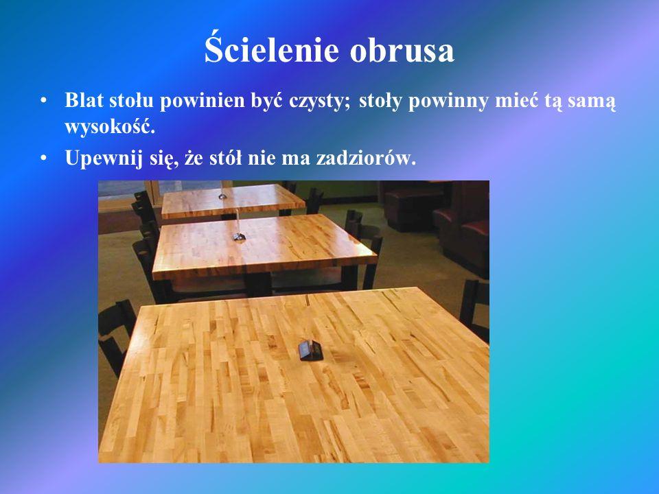 Ścielenie obrusaBlat stołu powinien być czysty; stoły powinny mieć tą samą wysokość.