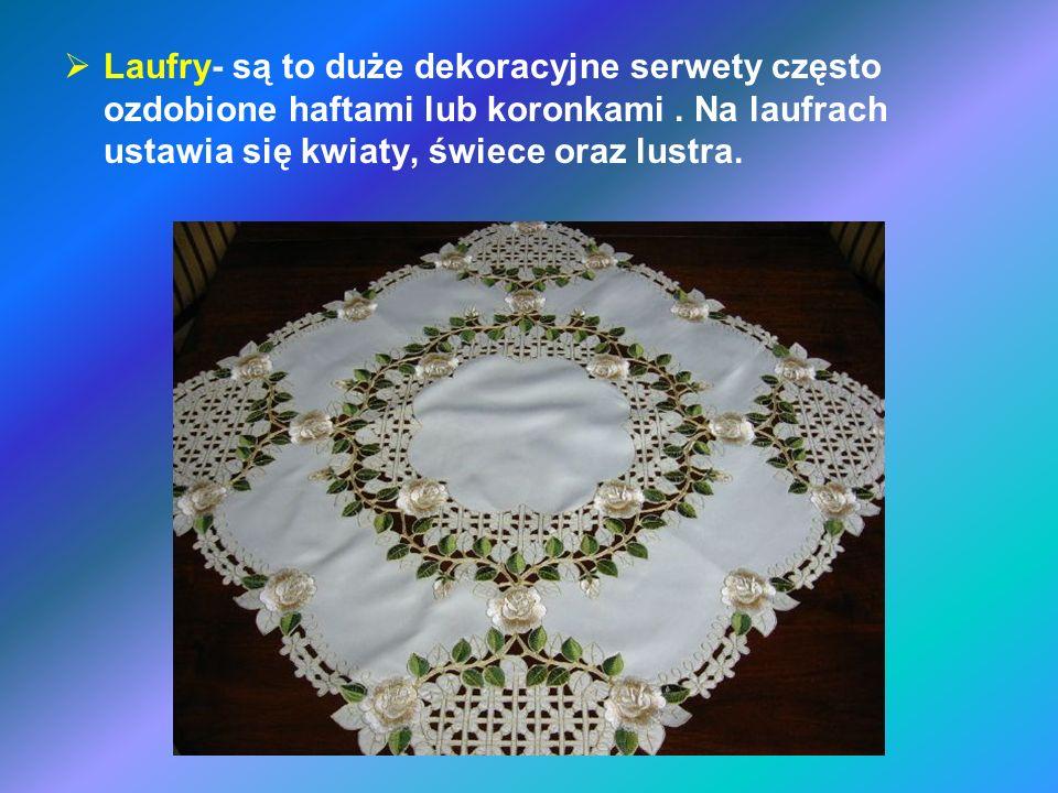 Laufry- są to duże dekoracyjne serwety często ozdobione haftami lub koronkami .