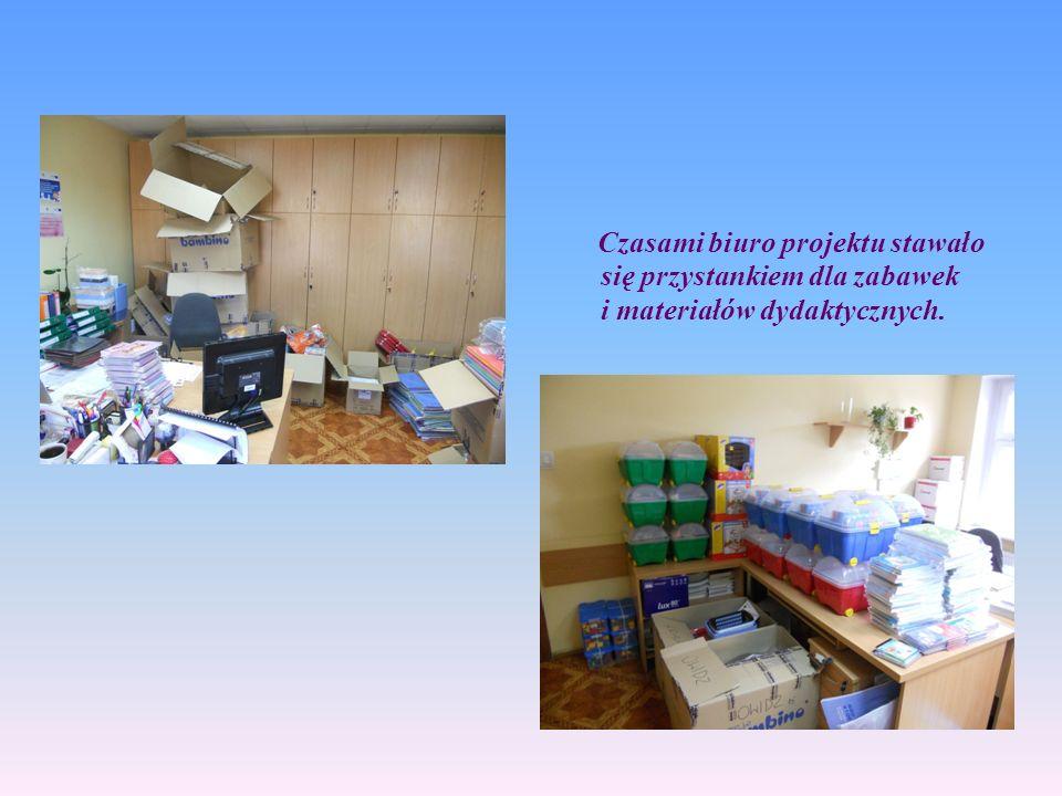 11111111 Czasami biuro projektu stawało się przystankiem dla zabawek i materiałów dydaktycznych.