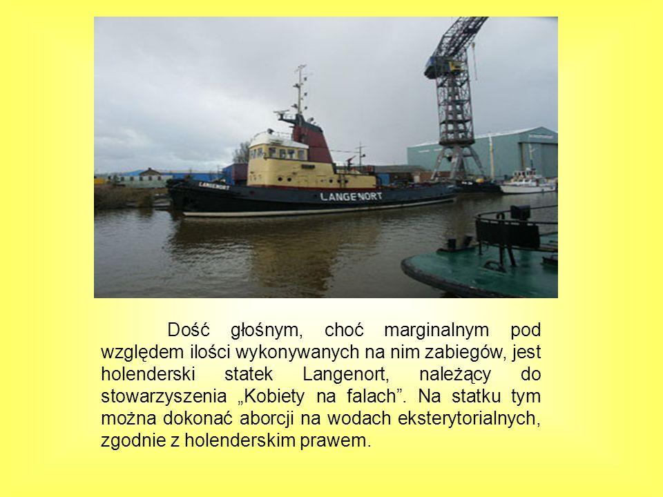 """Dość głośnym, choć marginalnym pod względem ilości wykonywanych na nim zabiegów, jest holenderski statek Langenort, należący do stowarzyszenia """"Kobiety na falach ."""