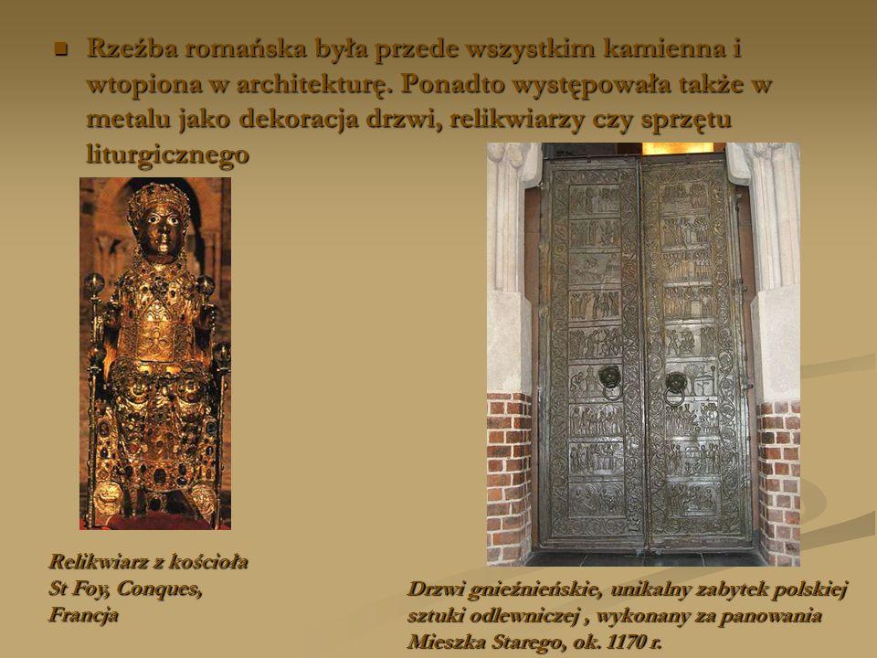 Rzeźba romańska była przede wszystkim kamienna i wtopiona w architekturę. Ponadto występowała także w metalu jako dekoracja drzwi, relikwiarzy czy sprzętu liturgicznego