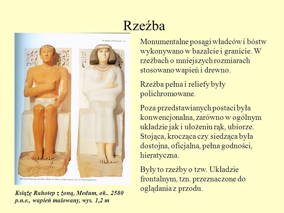 Rzeźba Monumentalne posągi władców i bóstw wykonywano w bazalcie i granicie. W rzeźbach o mniejszych rozmiarach stosowano wapień i drewno.