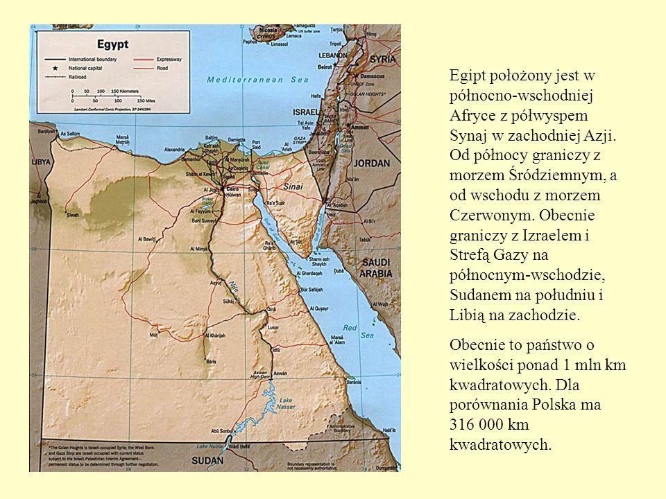 Egipt położony jest w północno-wschodniej Afryce z półwyspem Synaj w zachodniej Azji. Od północy graniczy z morzem Śródziemnym, a od wschodu z morzem Czerwonym. Obecnie graniczy z Izraelem i Strefą Gazy na północnym-wschodzie, Sudanem na południu i Libią na zachodzie.
