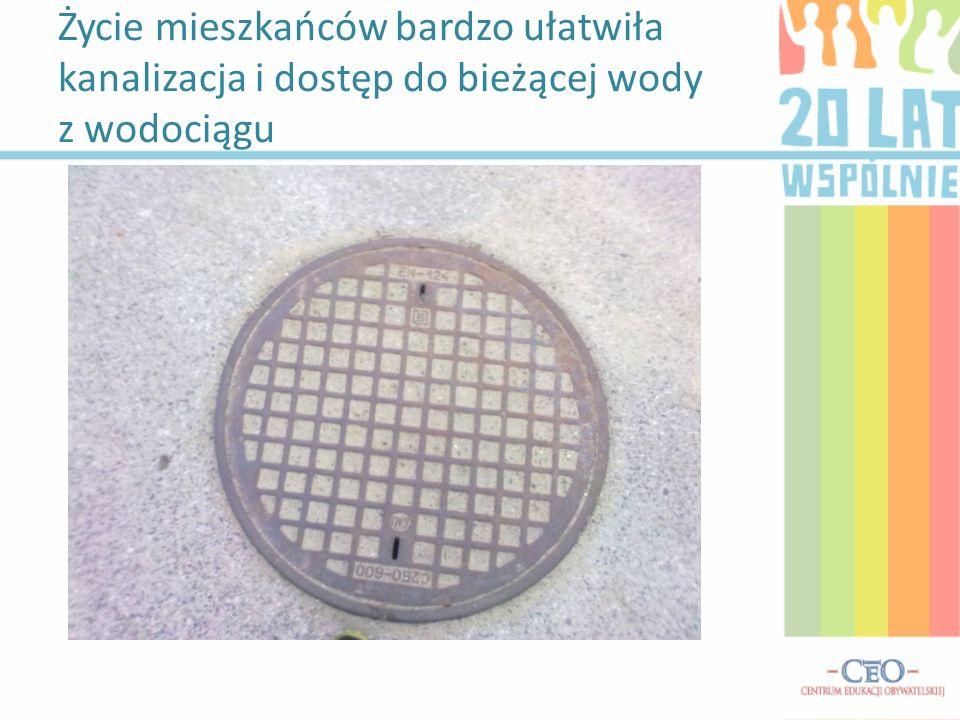 Życie mieszkańców bardzo ułatwiła kanalizacja i dostęp do bieżącej wody z wodociągu