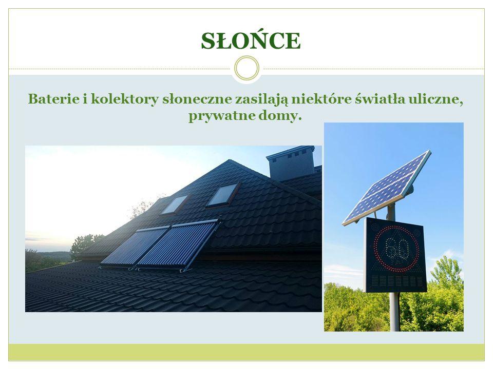 SŁOŃCE Baterie i kolektory słoneczne zasilają niektóre światła uliczne, prywatne domy.