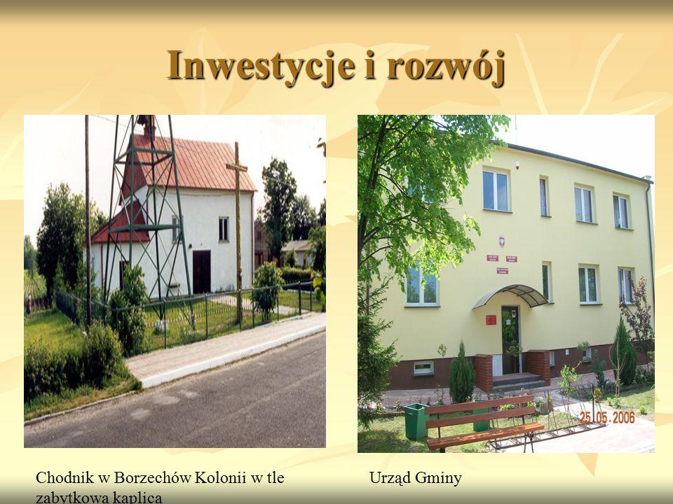 Inwestycje i rozwój Chodnik w Borzechów Kolonii w tle zabytkowa kaplica Urząd Gminy