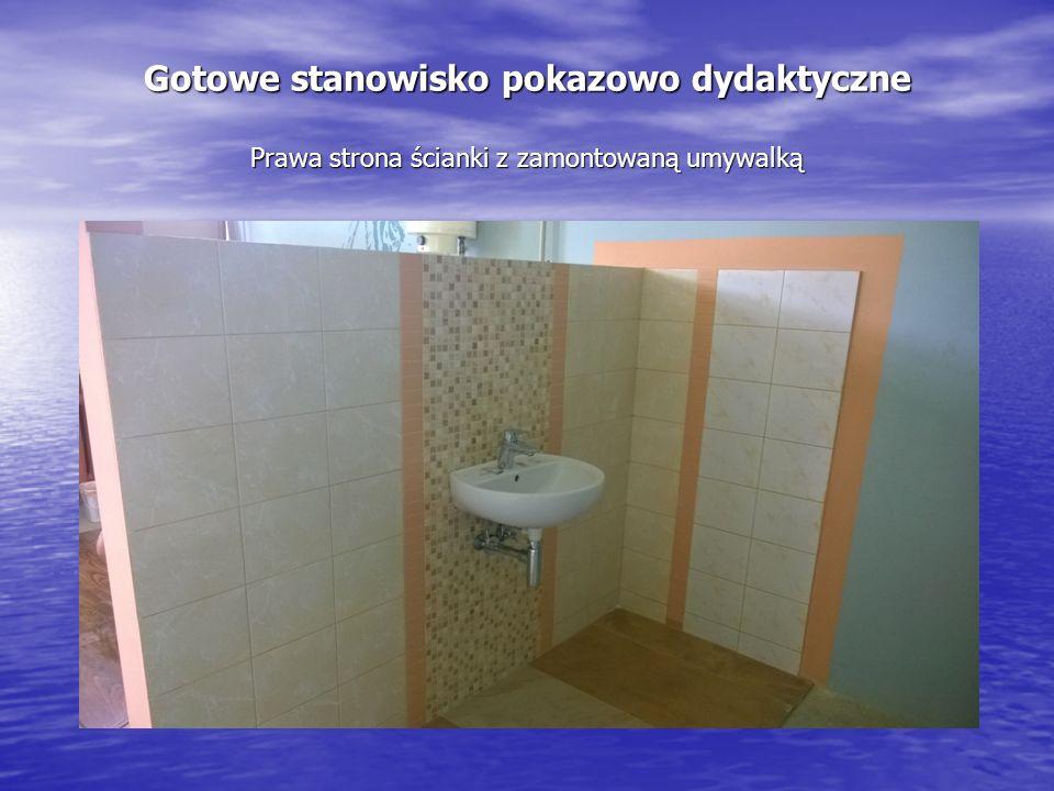 Gotowe stanowisko pokazowo dydaktyczne Prawa strona ścianki z zamontowaną umywalką
