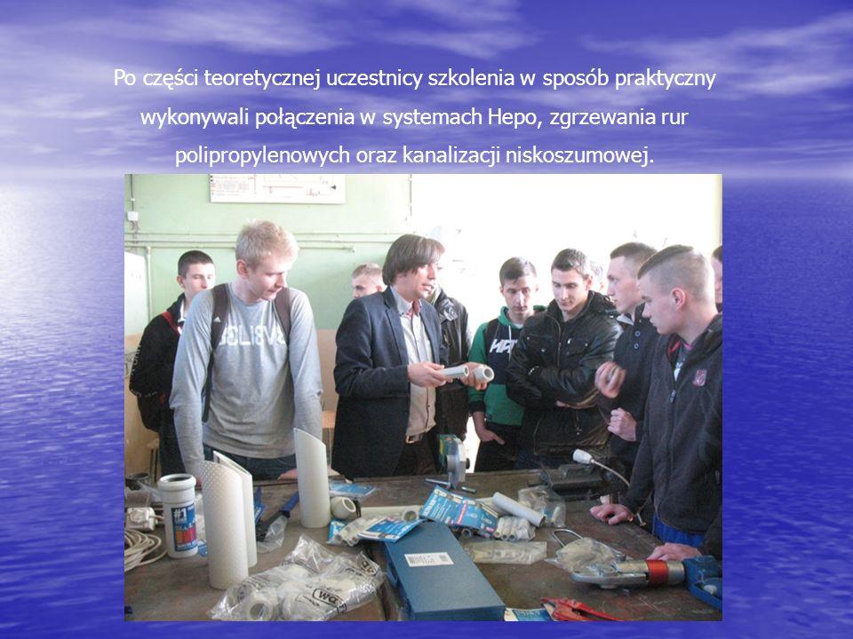 Po części teoretycznej uczestnicy szkolenia w sposób praktyczny wykonywali połączenia w systemach Hepo, zgrzewania rur polipropylenowych oraz kanalizacji niskoszumowej.