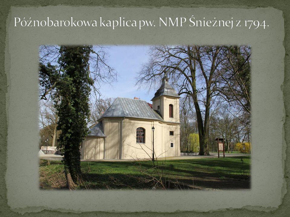 Późnobarokowa kaplica pw. NMP Śnieżnej z 1794.