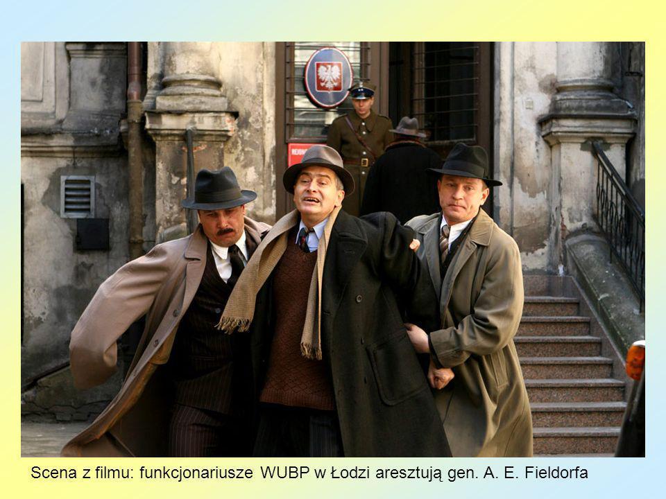 Scena z filmu: funkcjonariusze WUBP w Łodzi aresztują gen. A. E