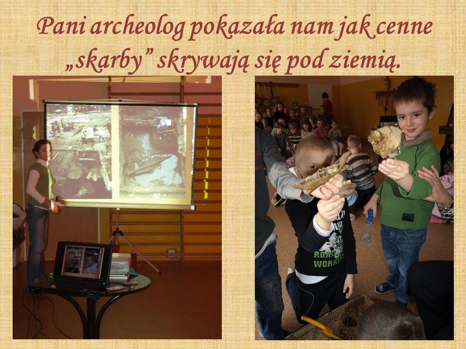 """Pani archeolog pokazała nam jak cenne """"skarby skrywają się pod ziemią."""