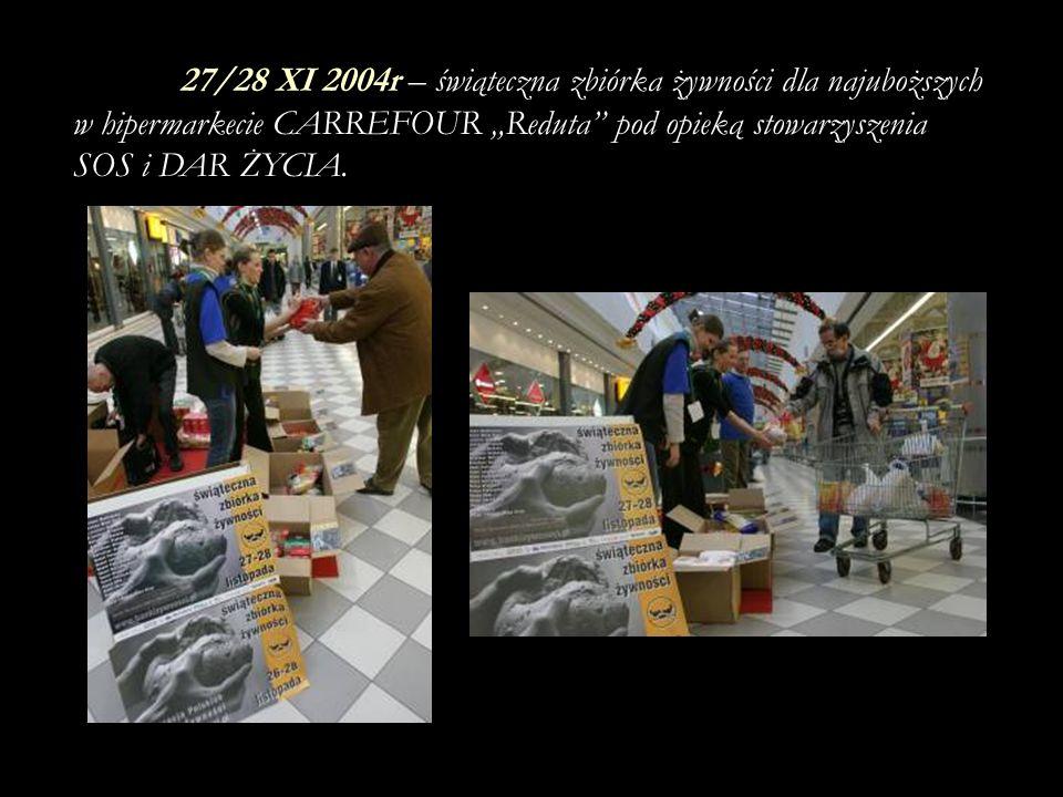 """27/28 XI 2004r – świąteczna zbiórka żywności dla najuboższych w hipermarkecie CARREFOUR """"Reduta pod opieką stowarzyszenia SOS i DAR ŻYCIA."""