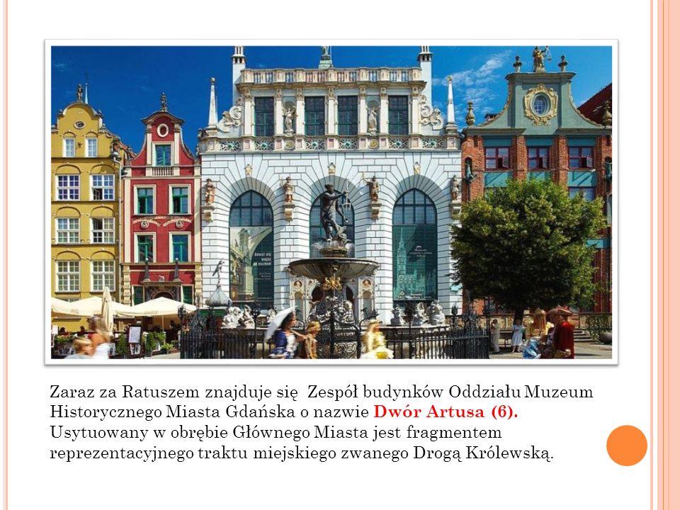 Zaraz za Ratuszem znajduje się Zespół budynków Oddziału Muzeum Historycznego Miasta Gdańska o nazwie Dwór Artusa (6).
