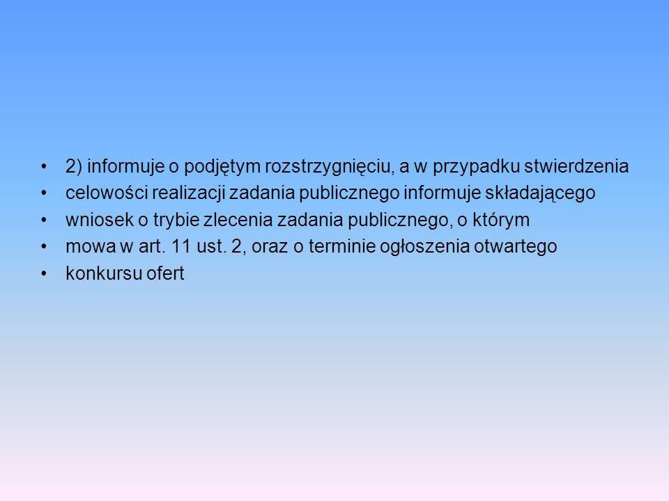 2) informuje o podjętym rozstrzygnięciu, a w przypadku stwierdzenia