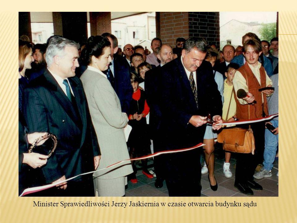 Minister Sprawiedliwości Jerzy Jaskiernia w czasie otwarcia budynku sądu