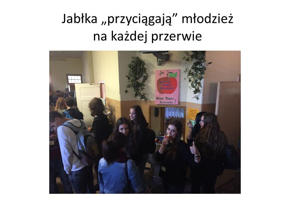 """Jabłka """"przyciągają młodzież na każdej przerwie"""