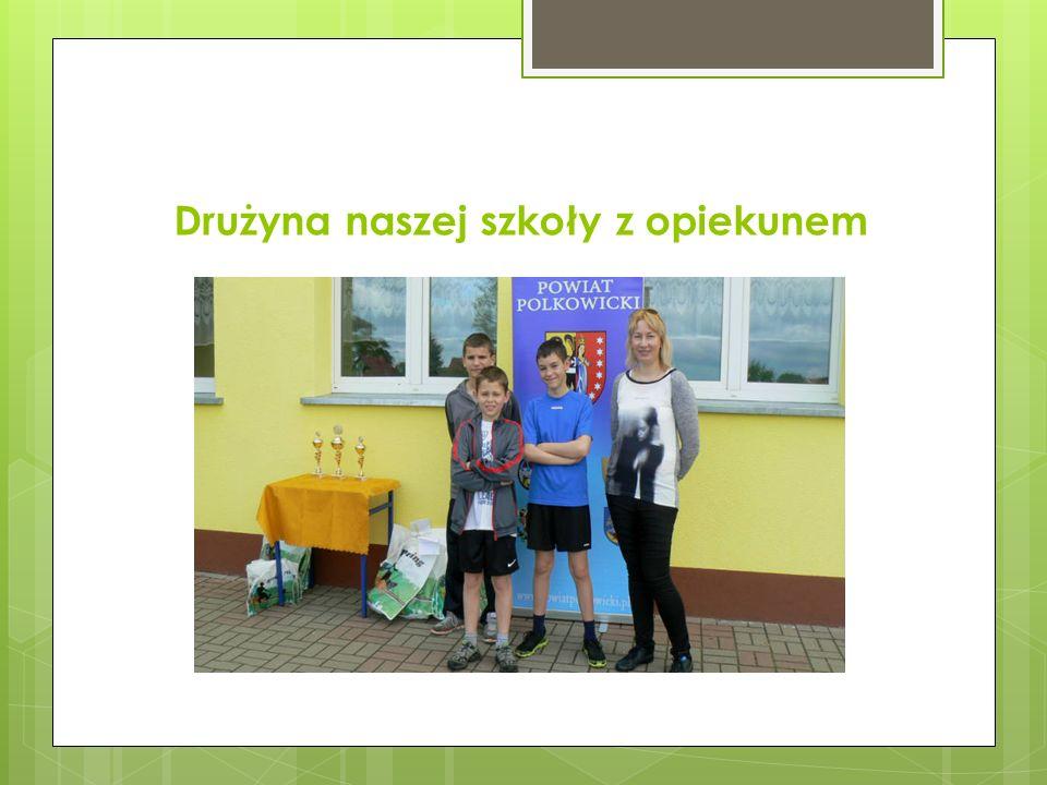 Drużyna naszej szkoły z opiekunem