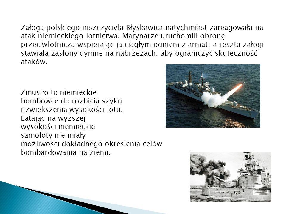 Załoga polskiego niszczyciela Błyskawica natychmiast zareagowała na atak niemieckiego lotnictwa. Marynarze uruchomili obronę przeciwlotniczą wspierając ją ciągłym ogniem z armat, a reszta załogi stawiała zasłony dymne na nabrzeżach, aby ograniczyć skuteczność ataków.
