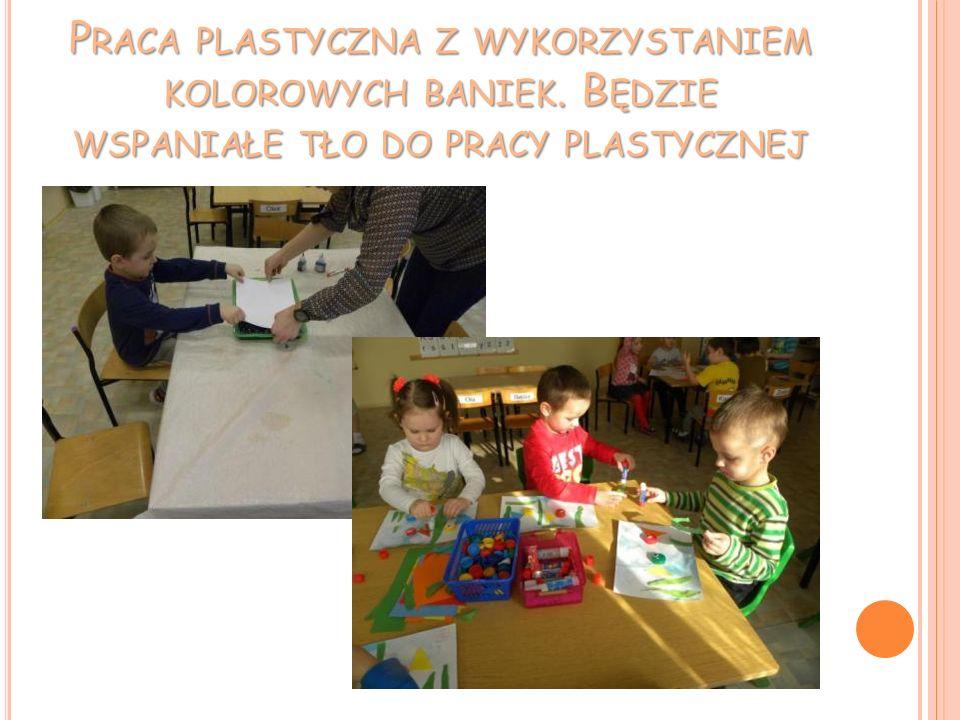Praca plastyczna z wykorzystaniem kolorowych baniek