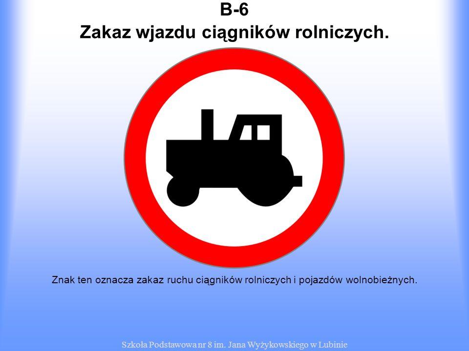 Zakaz wjazdu ciągników rolniczych.