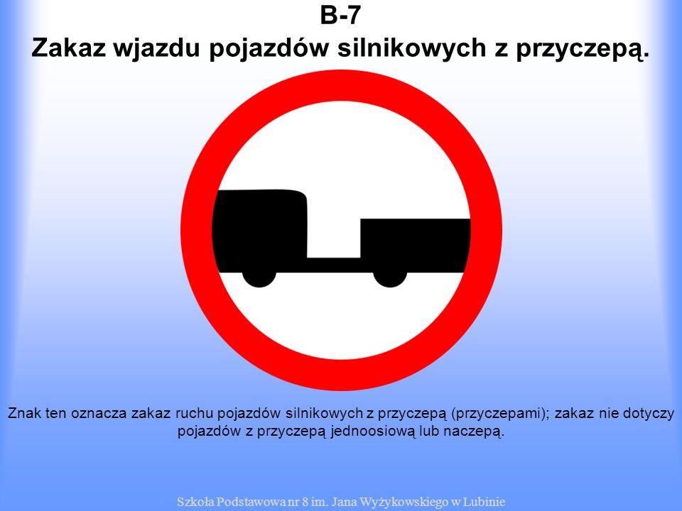 Zakaz wjazdu pojazdów silnikowych z przyczepą.