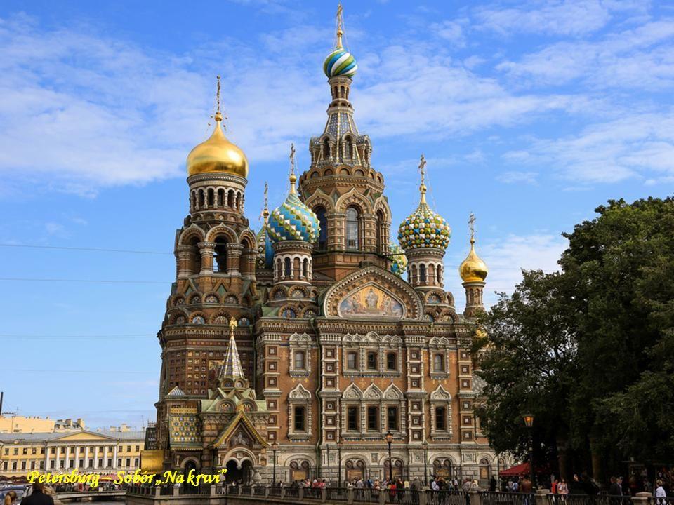 Moskwa Sobór błogosławionego Bazylego Moskwa. Odbudowany Sobór Chrystusa Zbawiciela w Moskwie. Kremlowskie Sobory Moskwa.