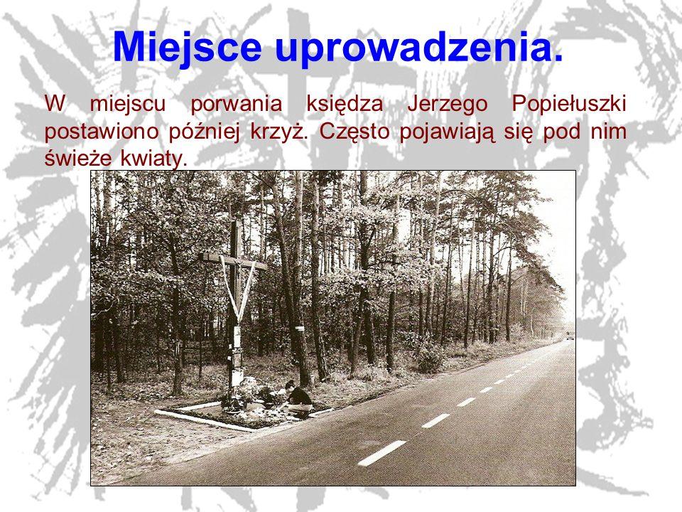 Miejsce uprowadzenia.W miejscu porwania księdza Jerzego Popiełuszki postawiono później krzyż.