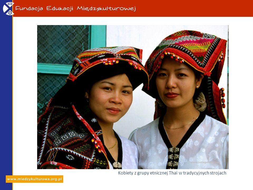 Kobiety z grupy etnicznej Thai w tradycyjnych strojach