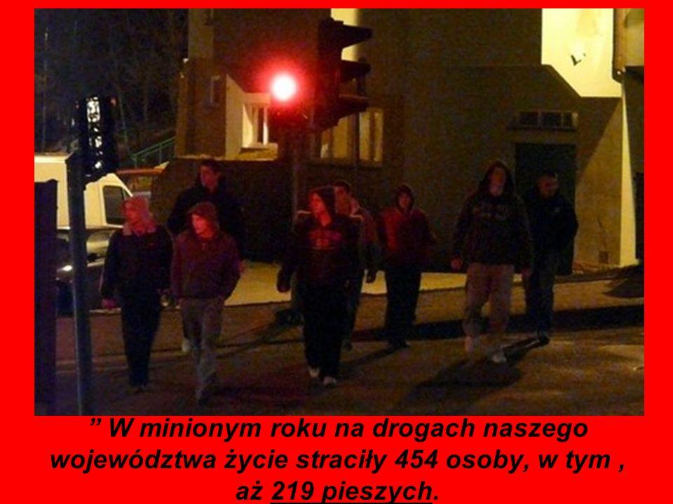 W minionym roku na drogach naszego województwa życie straciły 454 osoby, w tym , aż 219 pieszych.