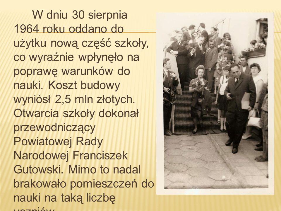 W dniu 30 sierpnia 1964 roku oddano do użytku nową część szkoły, co wyraźnie wpłynęło na poprawę warunków do nauki.