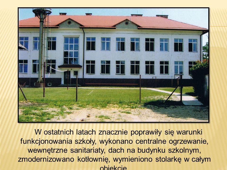 W ostatnich latach znacznie poprawiły się warunki funkcjonowania szkoły, wykonano centralne ogrzewanie, wewnętrzne sanitariaty, dach na budynku szkolnym, zmodernizowano kotłownię, wymieniono stolarkę w całym obiekcie.