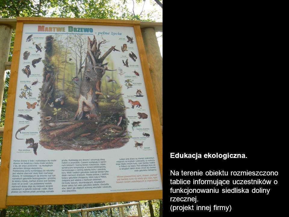 Edukacja ekologiczna. Na terenie obiektu rozmieszczono tablice informujące uczestników o funkcjonowaniu siedliska doliny rzecznej.