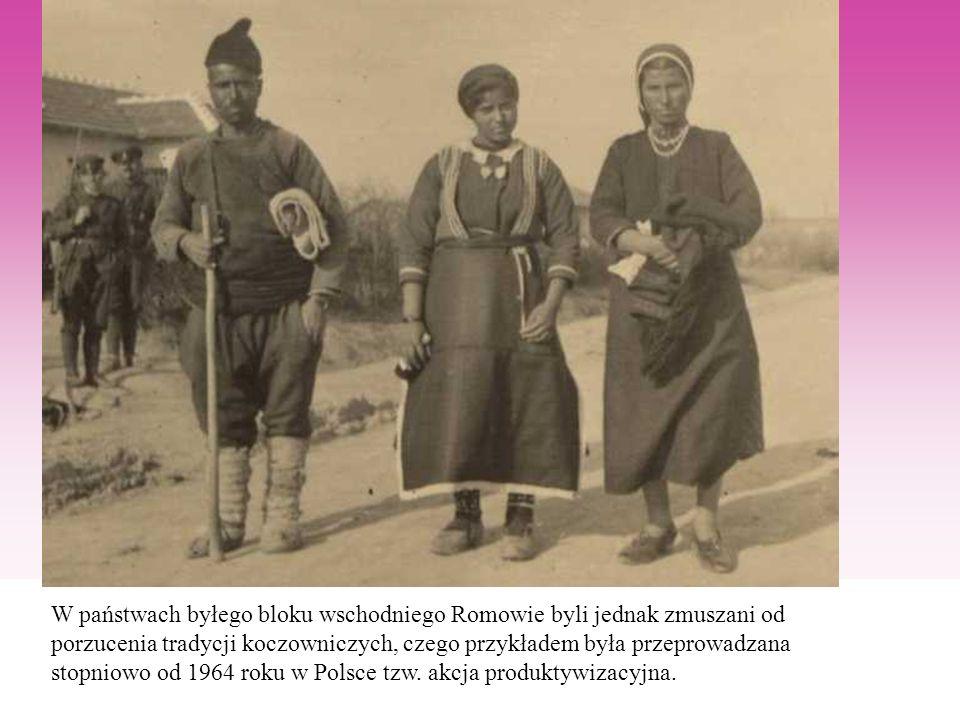 W państwach byłego bloku wschodniego Romowie byli jednak zmuszani od porzucenia tradycji koczowniczych, czego przykładem była przeprowadzana stopniowo od 1964 roku w Polsce tzw.