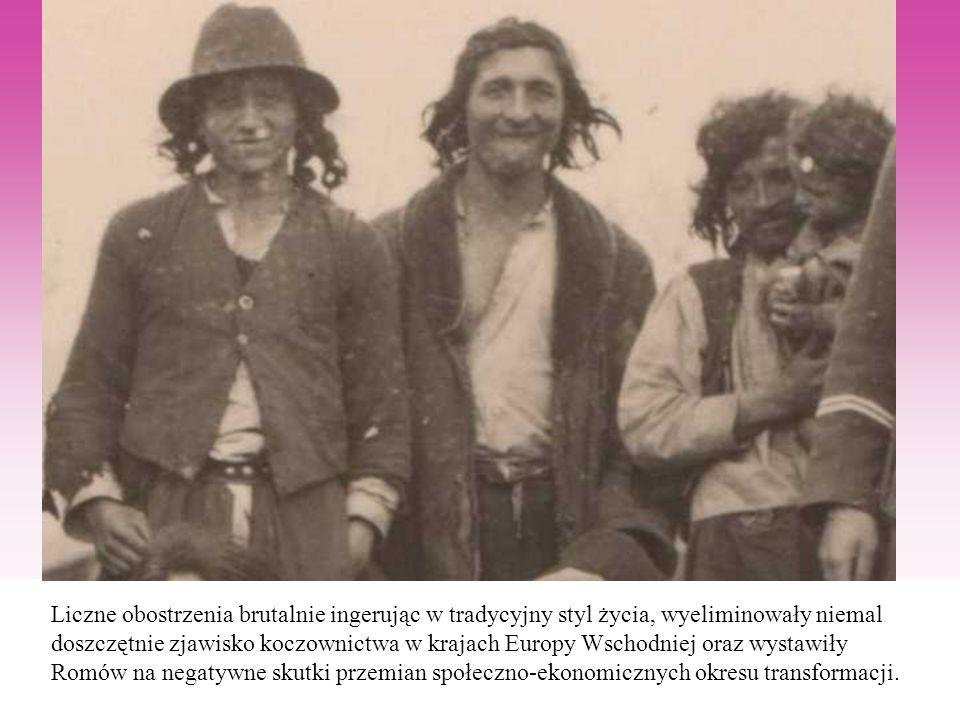 Liczne obostrzenia brutalnie ingerując w tradycyjny styl życia, wyeliminowały niemal doszczętnie zjawisko koczownictwa w krajach Europy Wschodniej oraz wystawiły Romów na negatywne skutki przemian społeczno-ekonomicznych okresu transformacji.