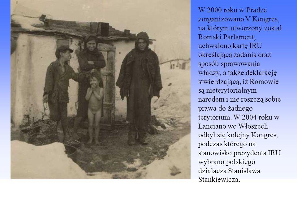 W 2000 roku w Pradze zorganizowano V Kongres, na którym utworzony został Romski Parlament, uchwalono kartę IRU określającą zadania oraz sposób sprawowania władzy, a także deklarację stwierdzającą, iż Romowie są nieterytorialnym narodem i nie roszczą sobie prawa do żadnego terytorium.