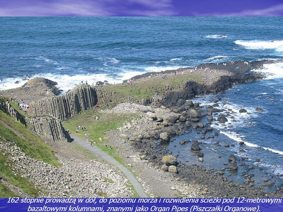 162 stopnie prowadzą w dół, do poziomu morza i rozwidlenia ścieżki pod 12-metrowymi bazaltowymi kolumnami, znanymi jako Organ Pipes (Piszczałki Organowe).
