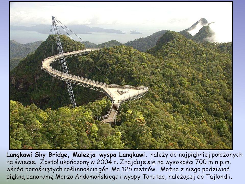 Langkawi Sky Bridge, Malezja-wyspa Langkawi, należy do najpiękniej położonych na świecie.