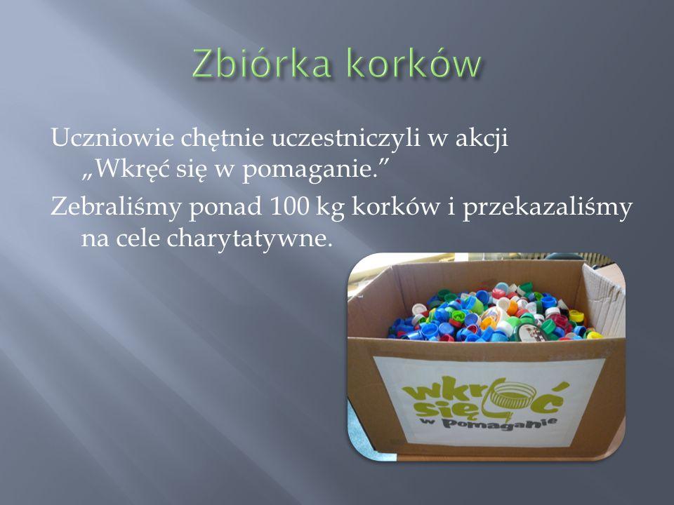 """Zbiórka korków Uczniowie chętnie uczestniczyli w akcji """"Wkręć się w pomaganie. Zebraliśmy ponad 100 kg korków i przekazaliśmy na cele charytatywne."""