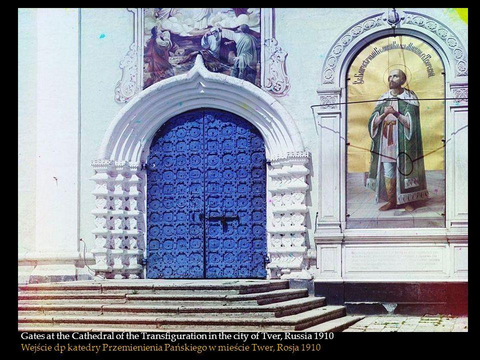 Gates at the Cathedral of the Transfiguration in the city of Tver, Russia 1910 Wejście dp katedry Przemienienia Pańskiego w mieście Twer, Rosja 1910