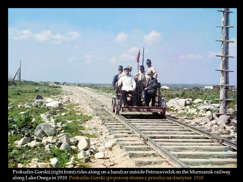 Prokudin-Gorskii (right front) rides along on a handcar outside Petrozavodsk on the Murmansk railway along Lake Onega in 1910 Prokudin-Gorski (po prawej stronie z przodu) na drezynie 1910