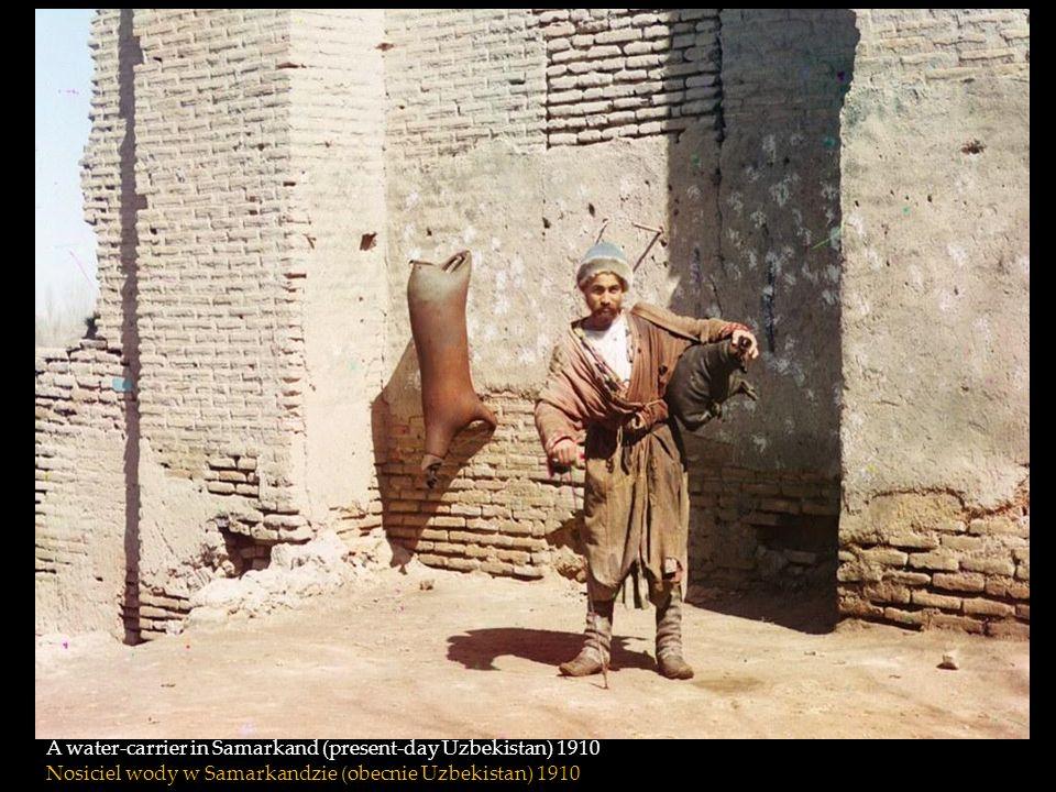 A water-carrier in Samarkand (present-day Uzbekistan) 1910 Nosiciel wody w Samarkandzie (obecnie Uzbekistan) 1910