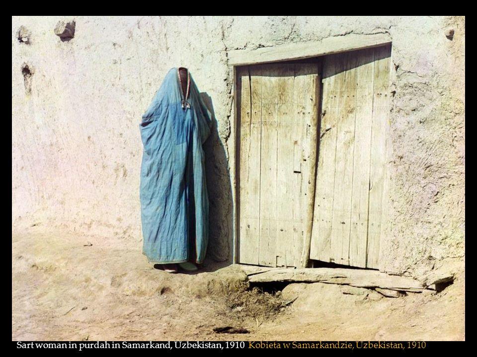 Sart woman in purdah in Samarkand, Uzbekistan, 1910 Kobieta w Samarkandzie, Uzbekistan, 1910