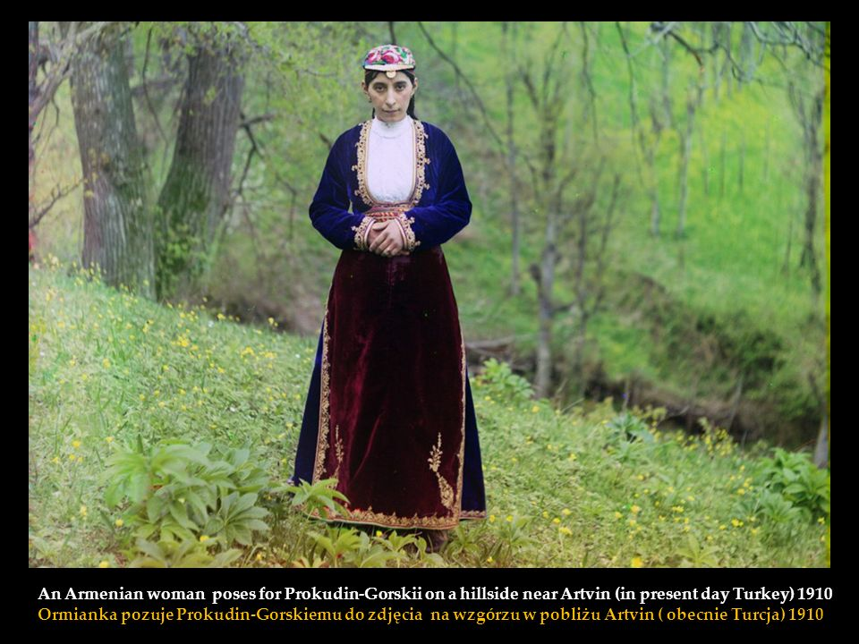An Armenian woman poses for Prokudin-Gorskii on a hillside near Artvin (in present day Turkey) 1910 Ormianka pozuje Prokudin-Gorskiemu do zdjęcia na wzgórzu w pobliżu Artvin ( obecnie Turcja) 1910