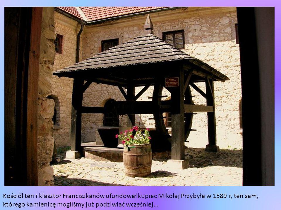 Kościół ten i klasztor Franciszkanów ufundował kupiec Mikołaj Przybyła w 1589 r, ten sam, którego kamienicę mogliśmy już podziwiać wcześniej...