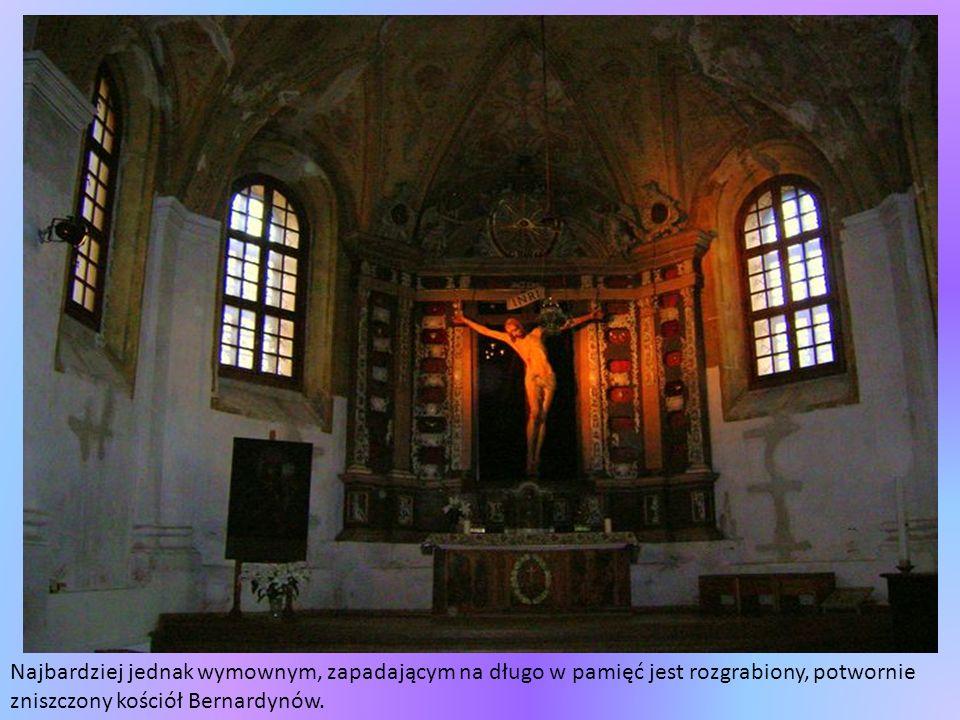 Najbardziej jednak wymownym, zapadającym na długo w pamięć jest rozgrabiony, potwornie zniszczony kościół Bernardynów.